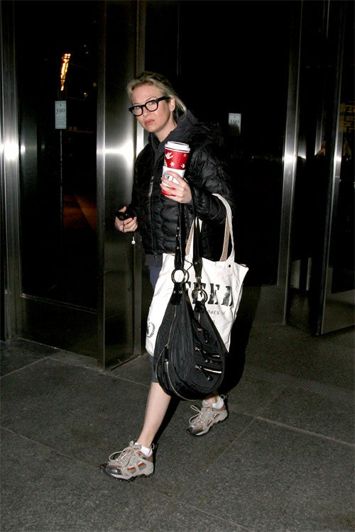 Renee Zellweger Gets A Venti And A Grumpy Face To Go