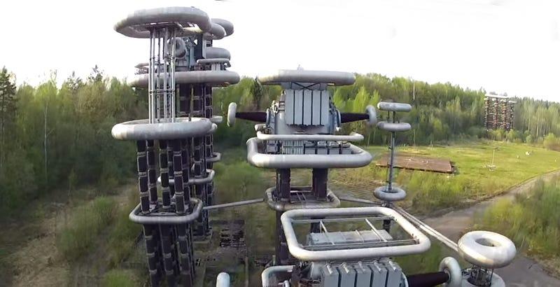 Russia's Giant Soviet Era Lightning Machine Is Terrifying