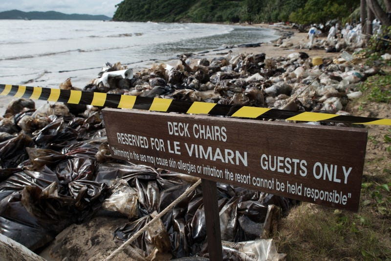 Devastating Photos of the 13,200 Gallon Oil Spill in Thailand