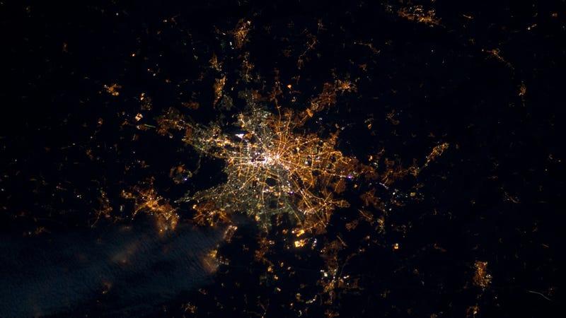 De noche, aún existen dos Alemanias