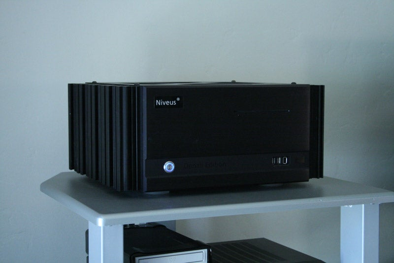 Exclusive: First Hands-On With Niveus' CableCARD Equipped Vista Media Centers