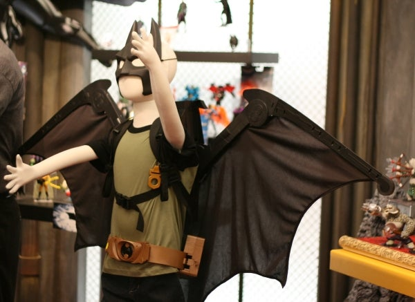 Awesome Batman Toy Cape With Pop-Out WingsTurns Kids Into Dark Knight