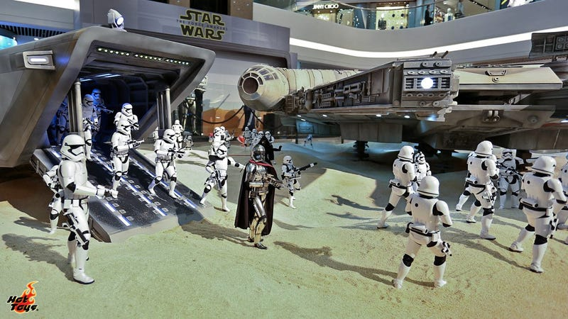 The Tiny Figures In This Massive Star Wars Diorama Are Actually a Foot Tall