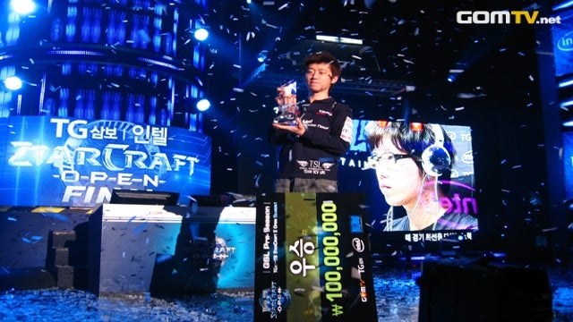 The World's Most Delicious StarCraft II Player Offers You Tasty Fruit
