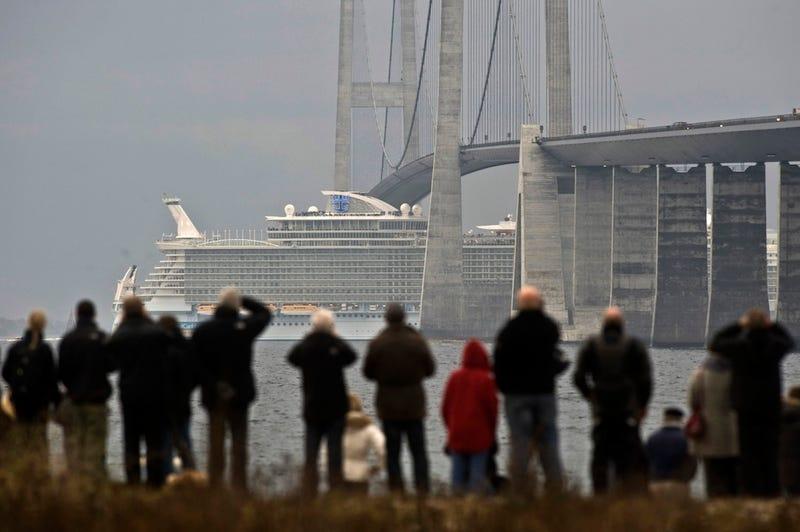 $1.5 Billion Cruise Liner Slips Under Bridge with 20-inch Margin of Error