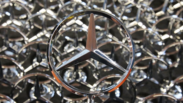 Chinese Regulators Raid Daimler's Shanghai Offices