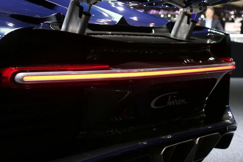 heres   bugatti chiron    single strip  leds   tail light