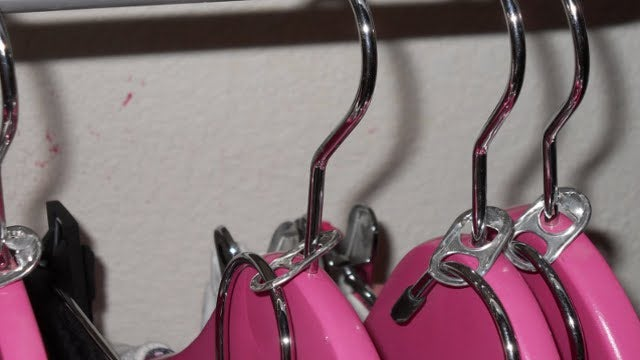 Create Double Clothes Hangers with Beverage Can Tabs