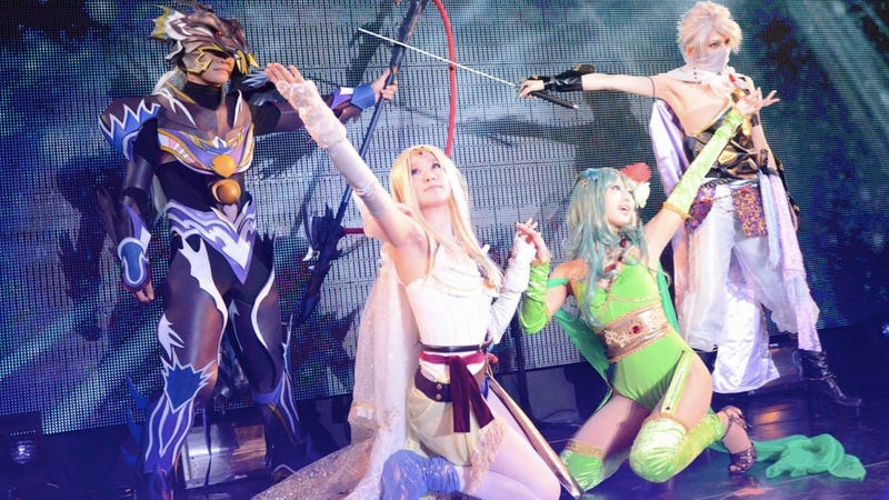 From Amazing Outfits to Naked Man Butt: Cosplay on Stage