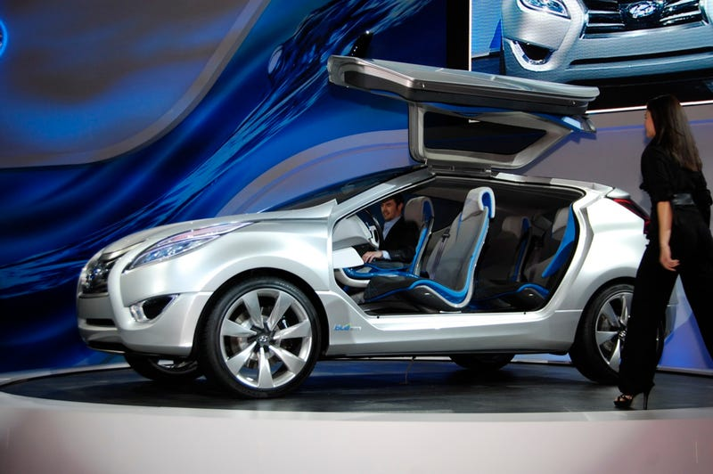 Hyundai Nuvis Concept: Hybrid Blue Drive Gives It Wings