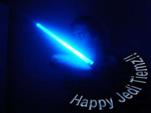 DIY Lightsaber Makes Attacking Whiny Jedi Nerds More Authentic