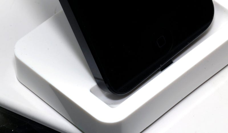 Don't Buy an iPhone 5 Dock Because It's a Chinese Scam