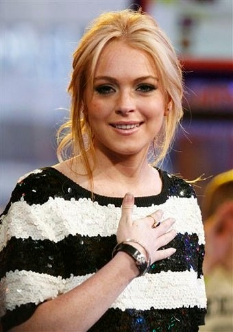 Beverly Hills Police Issue A Warrant To Arrest Lindsay Lohan