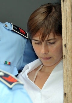 Amanda Knox Receives Copious Amounts Of Fan Mail
