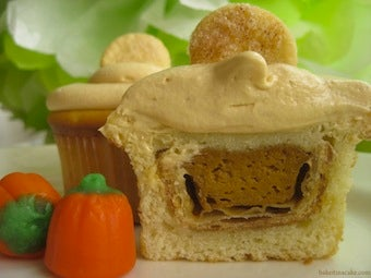 Make A Cupcake Filled With Pumpkin Pie