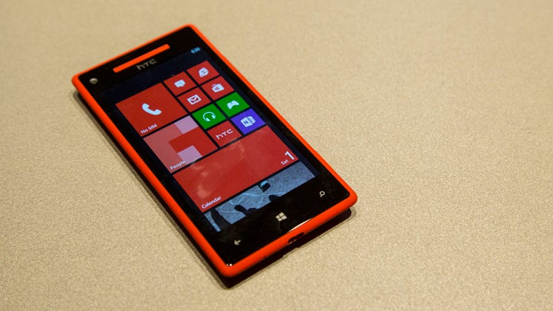 HTC 8X: This Flagship Windows Phone Packs a Big, Beautiful Screen in a Slim, Blade-like Package