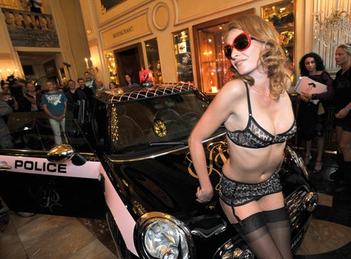 Agent Provocateur Mini Clubman Gets Naughtier In The Presence Of Kim Cattrall