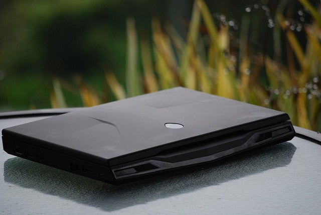 Dell M11xR2 Review: The World's Smallest Gaming Laptop Goes i7
