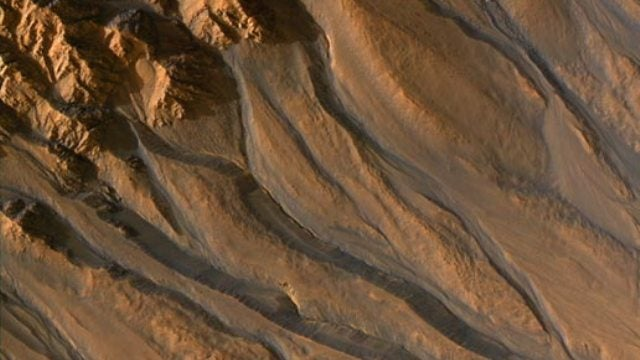 Evidence is piling up for water flowing on the surface Mars