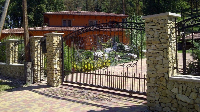The mother of all driveway gates