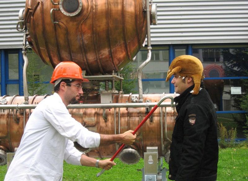 CERN's 'Gordon Freeman' Employee Receives Crowbar, Starts Murdering