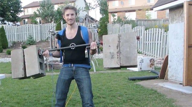 Awesome Home-Built Elysium Exoskeleton Lifts 170 Pounds Like Nothing