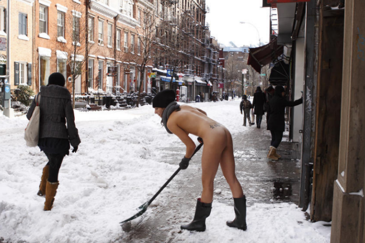Photographer Runs Errands While Naked (In The Name Of Art)