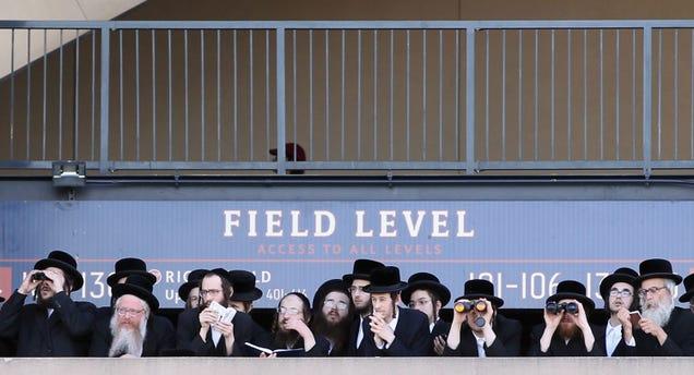 40,000 Orthodox Jews Protest the Internet at NYC Baseball Stadium