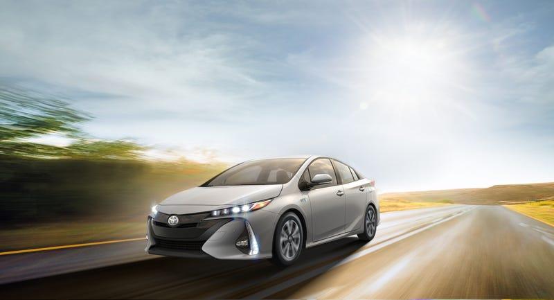 40 Km sin gastar gasolina: el nuevo Toyota Prius es uno de los mejores híbridos que existen