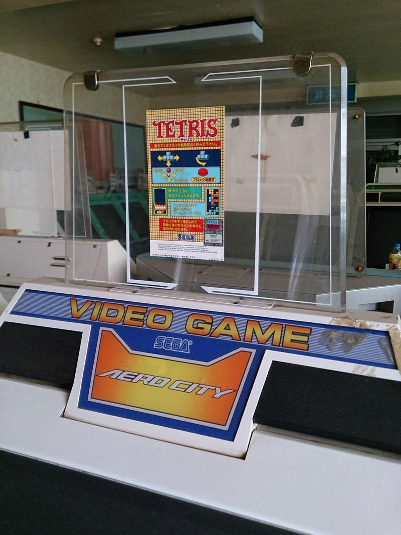 A Grandma Discovered This Untouched 1990s Arcade In Her New Building