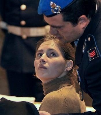 Amanda Knox Benefits From Witness' Conflicting Testimony
