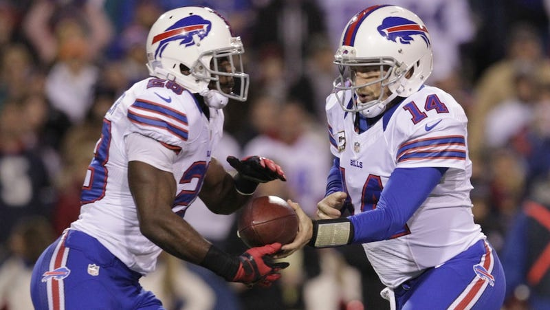 "C.J. Spiller Says Ryan Fitzpatrick Is ""Probably The Best QB That I've Played With"""