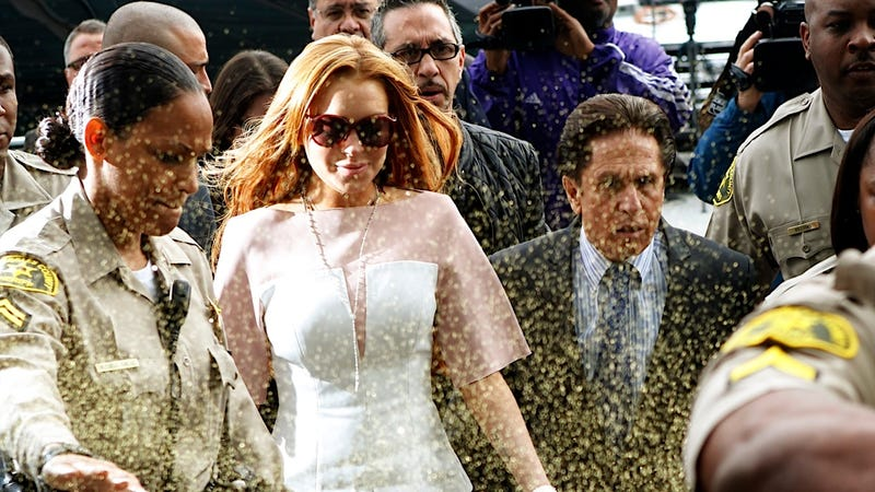 Lindsay Lohan Is Having a Pretty Shitty Monday After Being Glitter-Bombed on Her Way to Court
