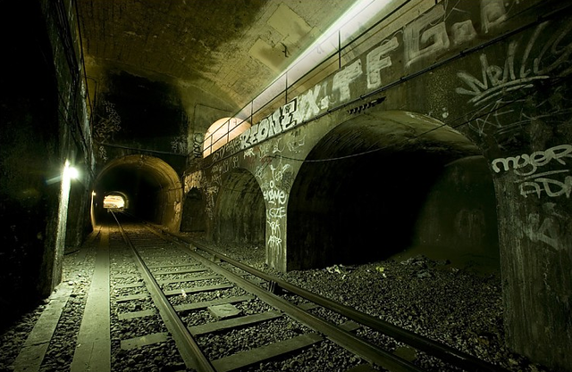 A subway spelunker's guide to Paris' abandoned Métro stations