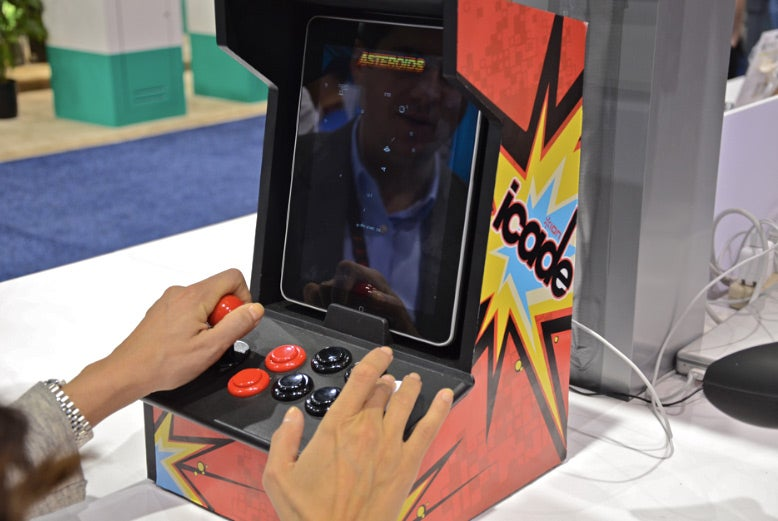 Hands-On With the Ion Audio iPad iCade: Buttons Fit For Mashing