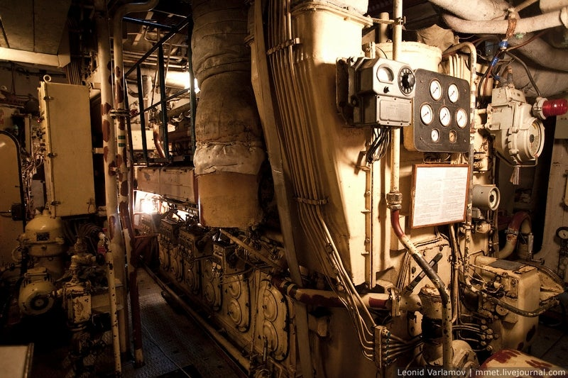 Inside a 132,000-gallon Russian oil tanker