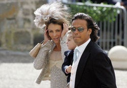 Hindu Hypocrites: Fashion Models No Good In India; Faux-Model Liz Hurley A-OK