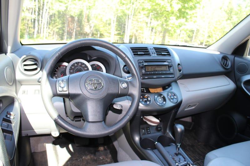Review - 2012 Toyota RAV4 V6