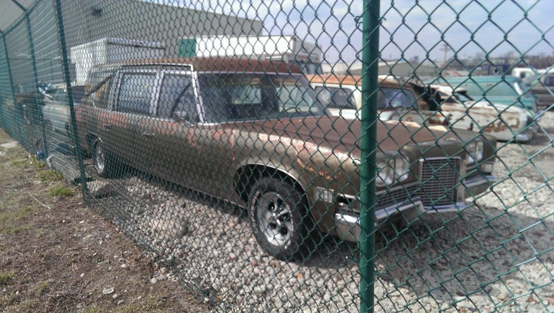 Mystery '59 Cadillac Wagon & Dozens of Old Derelict Land Yachts