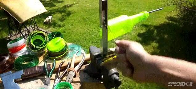 Genius guy transforms plastic bottles into super strength plastic rope
