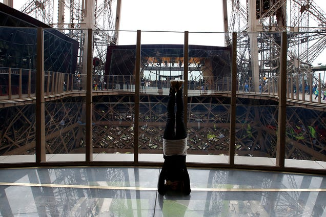 La Torre Eiffel luce suelo de cristal tras una millonaria remodelación Oznfnocspgq7rm64qoma