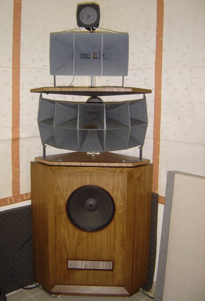 Vietnamese Audiophile Turns a Room Into One Giant Speaker