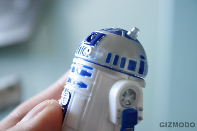 World's Smallest R/C R2D2: Reviewed In the Palm of My Hand