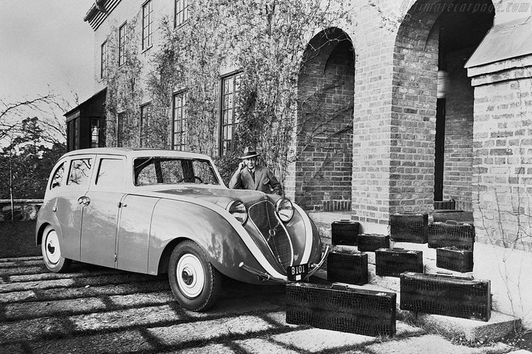 """People really didn't like Volvo's first streamlined car, the PV36 """"Carioca"""""""