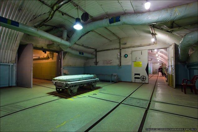 El distópico mundo de las bases de submarinos abandonadas 805315682398646445