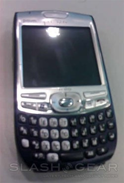 Blurry Pictures of Palm's Upcoming No-Antenna Treo