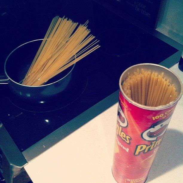 Store Spaghetti in Pringles Cans
