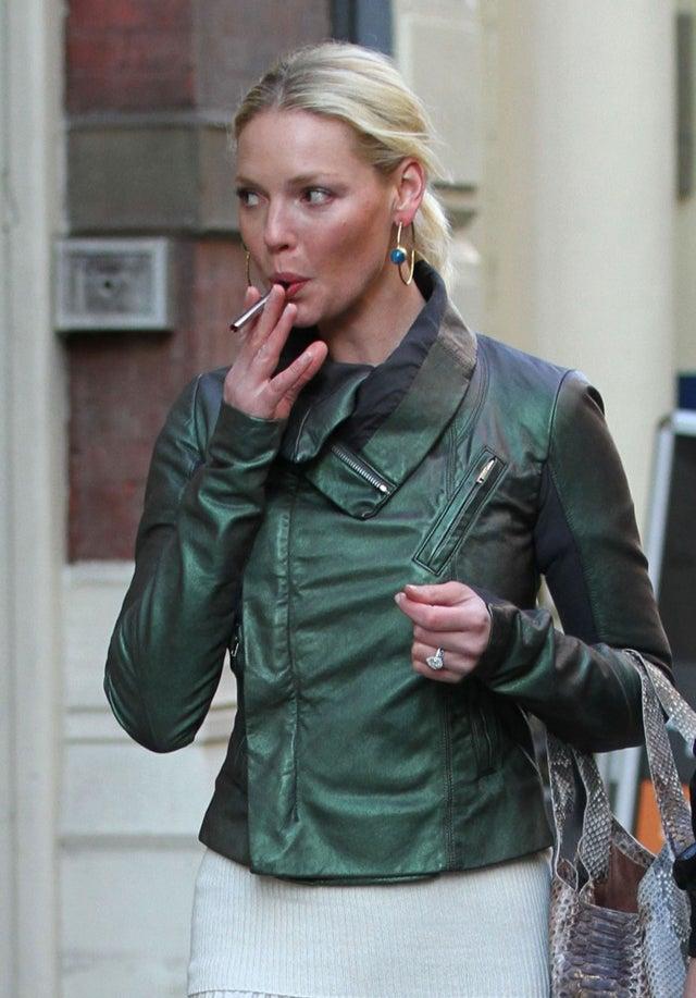 Katherine Heigl & Her Electronic Cigarette Go Shopping