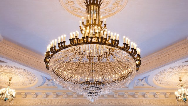 The middle east 39 s most expensive chandelier destroyed by croc throwing teenager - Most popular chandeliers ...
