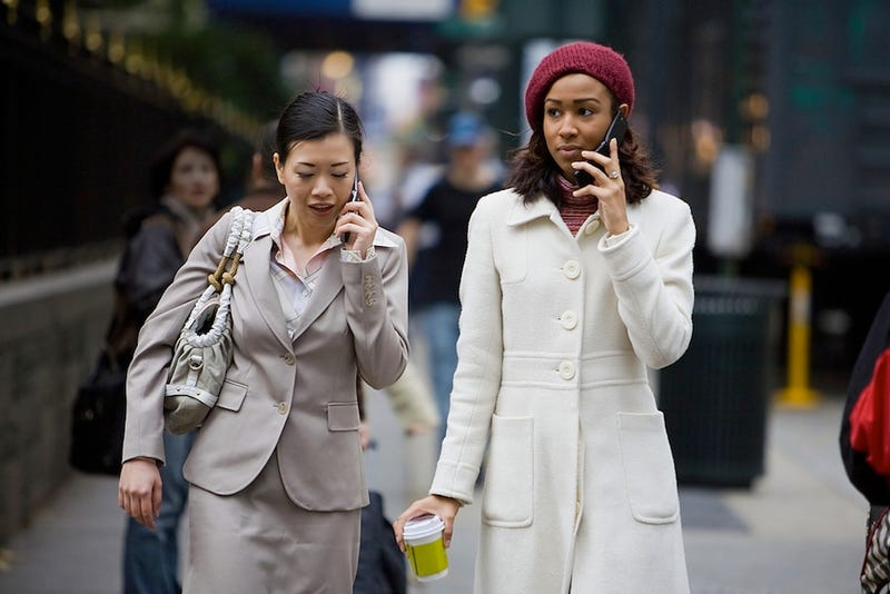 Politician Proposes Ban On Using Cellphones or Headphones While Crossing the Street